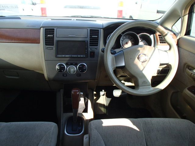 Nissan Tiida Latio, 2010 г 1.5 (бензин) фото 5